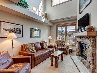 Just steps from Main St & slopes! Private hot tub, underground parking!