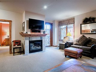Perfect location - beautifully decorated 1 bd on Main St!