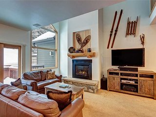Ski-in/ski-out townhome w/ private outdoor hot tub, and garage!