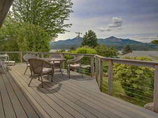 Magnificent dog-friendly home w/ lake & mountain views from large deck