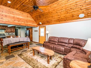 NEW LISTING! Cozy cabin with central location near shopping, dining, and lake