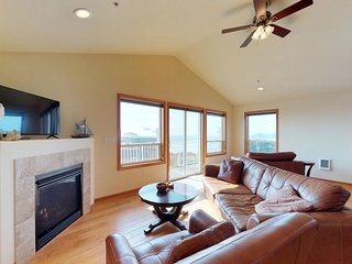 NEW LISTING! Spacious condo w/partial ocean view & fireplace -walk to the beach!