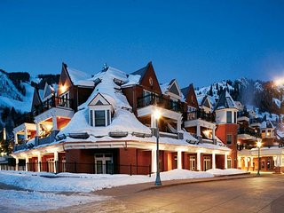 2BR Hyatt Grand Aspen ~ March 9-16 ~ Best Aspen Location