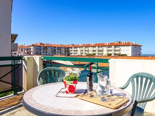 1 bedroom Apartment with Walk to Beach & Shops - 5803089