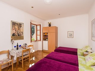 Bedroom in the center of Dubrovnik with Internet, Air conditioning (990875)