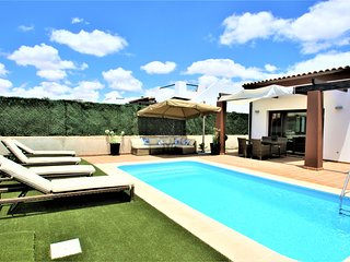 Villa Anna - Beautiful exclusive Villa with pool & close to the sandy beaches