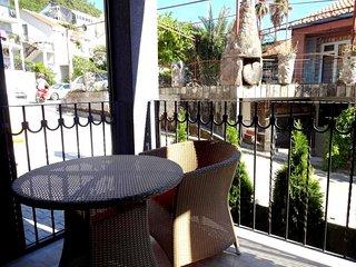 Appartamento in una villa privata a 600 metri dal mare a Budva.