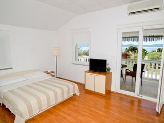 Studio flat Sukosan, Zadar (AS-6131-b)
