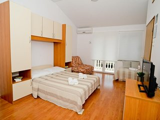 Studio flat Sukosan, Zadar (AS-6131-c)