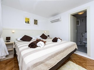 Bedroom in the center of Dubrovnik with Internet, Air conditioning, Terrace (989