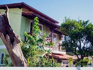 Aluguel de Temporada - Casa 2 quartos com AC/Wifi/TV a Cabo e Monit 24h