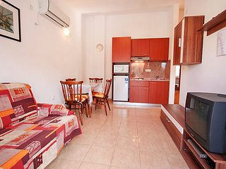 1 bedroom Villa with Air Con, WiFi and Walk to Beach & Shops - 5082725