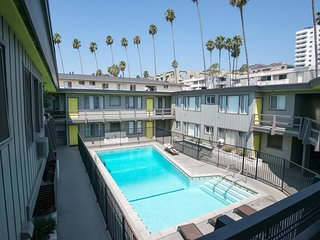 E306-Beautiful Studio in the Heart of Hollywood