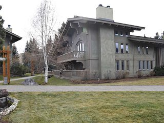 Lodge Apt. II Condominiums, 886
