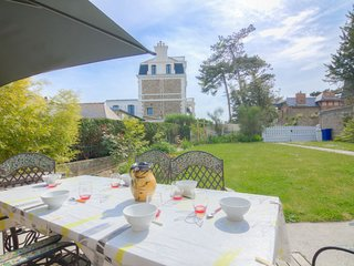 2 bedroom Villa in St-Malo, Brittany, France : ref 5084116