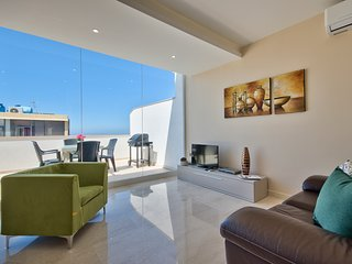 Marvelous 2-bedroom Penthouse with Seaviews