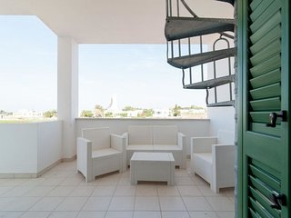 2 bedroom Villa with Air Con and Walk to Beach & Shops - 5392581