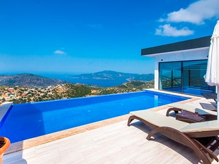New Honeymoon Villa with Secluded Outdood and Heated Indoor Pool,Great Sea Views