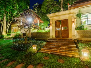 Luxury 3 Bedroom Resort Home with Preserved over 50 Years Old Trees