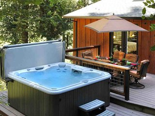 PEACE & QUIET: Wine Tasting | Fireplace | Hot Tub