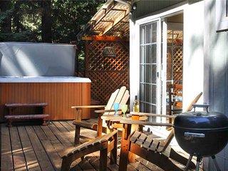 SWEET DREAMS: Hot Tub | Pool Table | Woodstove