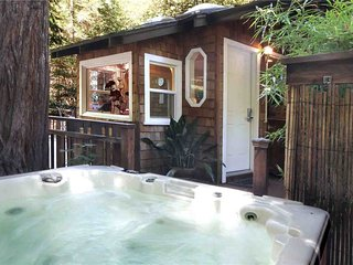 BABBLE-ON: Hot Tub | Gas Fireplace | Close to Town