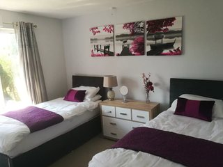 ★★ Sleeps 6 ★★near town centre ★★ off road parking ★★