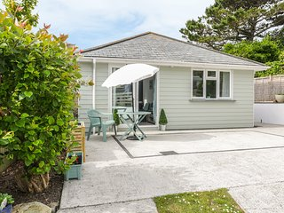 GEORGES COVE, open-plan, close to beach. Ref: 984330