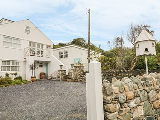 GERNANT, open-plan, all ground floor, close to the beach, in Aberdaron