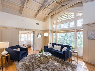 Private Hollywood Heights Hideaway - Chic Bungalow w/ Balcony