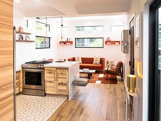 2BR/2.5BA Hollywood Smart Home w/ Outdoor Hot Tub - Walk to Larchmont Village