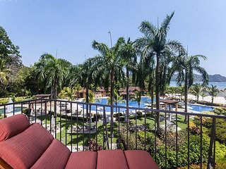 STAY 7 NIGHTS-PAY 5, Luxurious Condo, located next to beach club + amenities!