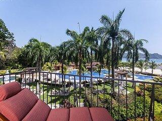 STAY 7 NIGHTS-PAY 5, Luxurious Condo, located next to beach club + amenities!