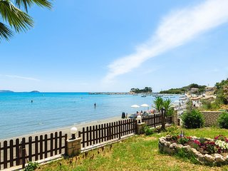 Nel Mare-Beachfront Studio with Sea View