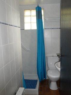 la salle d'eau douche et wc