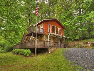 Creek Front Cabin with More Charm to Explain! 1 BR with Loft, 1 bath, Firepit