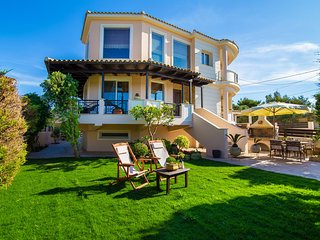 Kondarini 4 Bedroom Villa with Sea Views