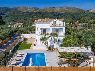 Villa Status - 4 bedroom villa with private pool