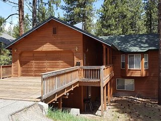 Montgomery Estates Cabin w/ Spacious Fun Backyard and Tons of Amenities.COH1237