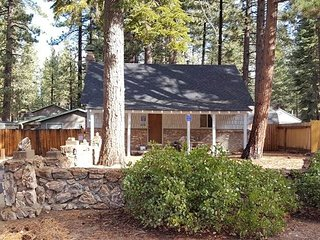 Comfortable Pet Friendly Cabin on the Way to Emerald Bay & Local Beaches!!