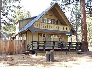Cozy Cabin!! Relax and Enjoy Everything Tahoe has to Offer! Close to it All!