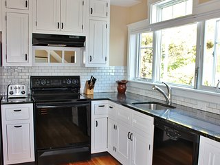 Walk to town from Hawk's Nest - An Elegant Studio in Boothbay Harbor