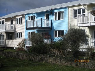 BEACHVIEW - 2 TENBY LODGE