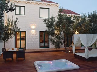 2 bedroom Villa in Lumbarda, Dubrovacko-Neretvanska Zupanija, Croatia : ref 5585