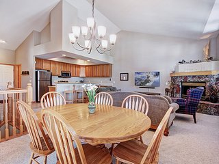 Please the Group with a Convenient Location to Skiing and Town in this Townhouse