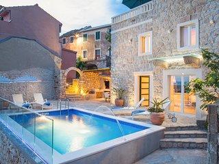 2 bedroom Villa in Tučepi, Splitsko-Dalmatinska Županija, Croatia : ref 5629714