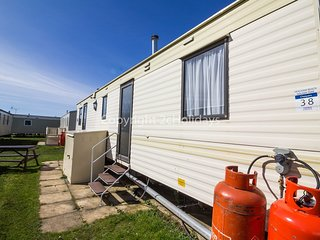 8 Berth caravan in Heacham Holiday Park. Ref 21038 Chequers.
