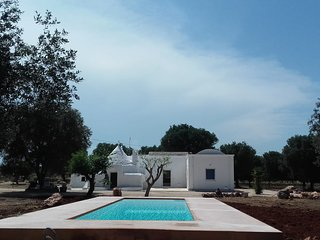 Complex of trullo and lamias with pool