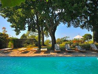 Divine Tuscany Farmhouse, Near Sea; Pool, Tennis,  and Staff