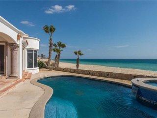 Single-Level Luxury Beachfront: Villa de La Luna, 4 BR